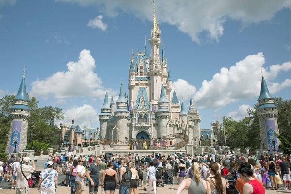 Pengunjung-Disney-World