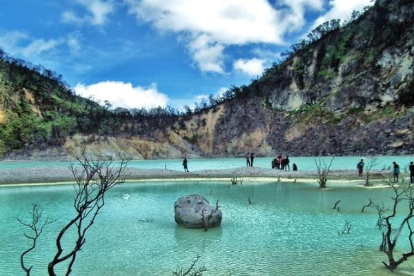 Wisata-Kawah-Pulau-Jawa
